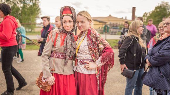 Heidi Gauriloff ja Katja Gauriloff Kuun Metsän Kaisa elokuvan jälkeen Sodankylän elokuvafestivaaleilla.