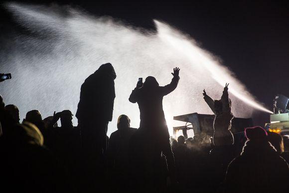 Standing Rockissa ammuttiin mielenosoittajia jäävedellä.