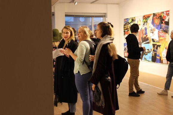 Inka Kokkonen Suohpanterrorin näyttelyssä