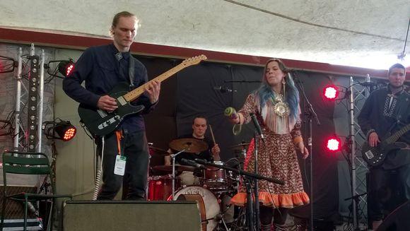 Gájanas Kaustisten kansanmusiikkifestivaalilla heinäkuussa 2017