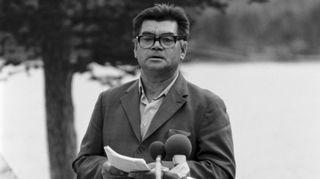 Kolttien luottamusmies Matti Sverloff puhuu kyläkokouksen juhlaistunnossa 11.8.1979.