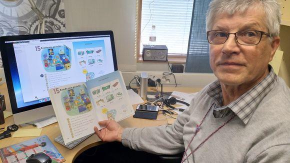Hannu Kangasniemi esittelee kuinka oppimateriaalit muuntuvat digimuotoon.