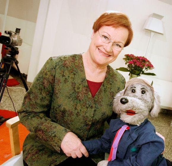 Presidentti Tarja Halonen ja Ransu-koira.