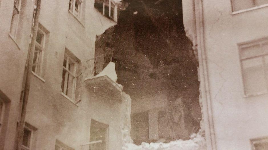 Oulun keskustassa pakkahuoneenkadun ja Isokadun kulmassa oleva Puistolan talo uudenvuoden päivän pommituksen jälkeen vuonna 1940.