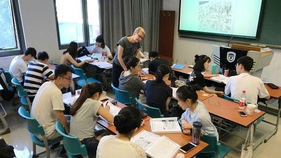Taija Hämäläinen, lehtori Pekingissä.