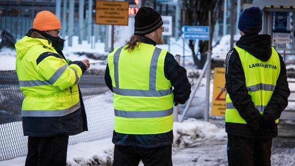 Pääluottamusmiehen mukaan töihin saapuvat ainoastaan turvallisuudesta ja ympäristöstä vastaavat henkilöt.