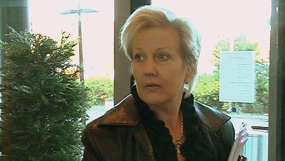 Suvi Linden Oulun seudun koulutuskuntayhtymän hallituksen kokouksessa.