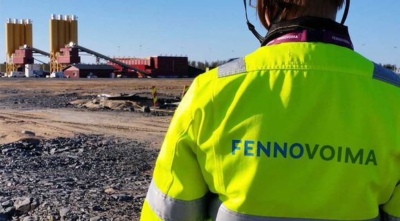 Fennovoiman Hanhikiven ydinvoimalatyömaa 14.9.2016. Taustalla betoniasema.