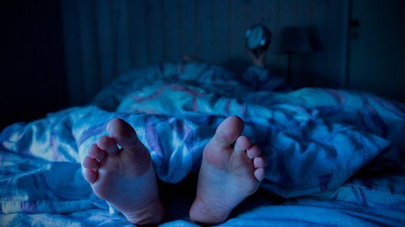Suositusten mukaan pienten alakoululaisten pitäisi nukkua 9-11, yläkouluikäisten 8-10 ja aikuisten 6-9 tuntia.