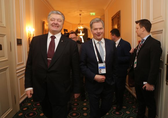 Tasavallan presidentti Sauli Niinistö ja Ukrainan presidentti Petro Porošenko tapaamisessa Münchenin turvallisuuskokouksen yhteydessä 17.2.2018
