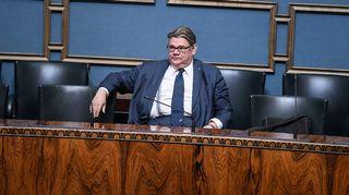 Timo Soini eduskunnan täysistunnossa.