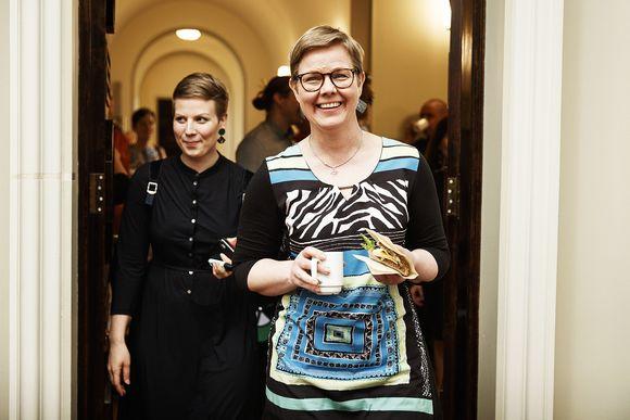 Krista Mikkonen vihreiden puoluevaltuuskunnan ja eduskuntaryhmän yhteiskokouksessa
