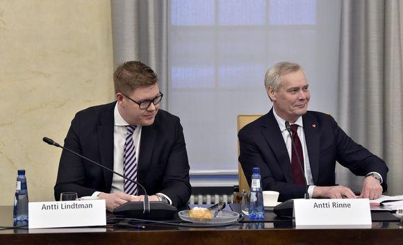 Hallitustunnustelija, puheenjohtaja Antti Rinne (oik.) ja SDP:n eduskuntaryhmän puheenjohtaja Antti Lindtman.