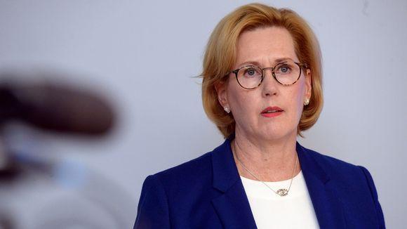 Työministeri Tuula Haatainen työllisyystoimien valmisteluja käsittelevässä toimittajatapaamisessa Helsingissä 17. tammikuuta 2020.
