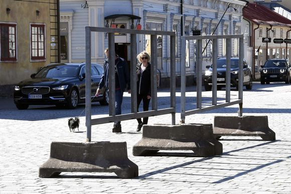 Vaalimainostelineet odottavat kuntavaalimainonnan alkamista Raumalla.