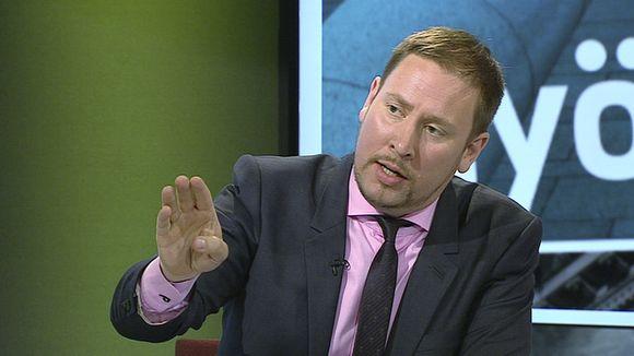 Vasemmistoliiton puheenjohtaja Paavo Arhinmäki Vaalien välissä -keskustelun aikana.