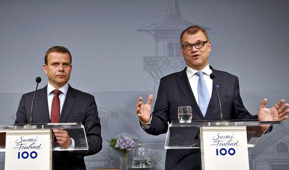 Petteri Orpo ja Juha Sipilä Kesärannan tiedotustilaisuudessa 12. kesäkuuta 2017.