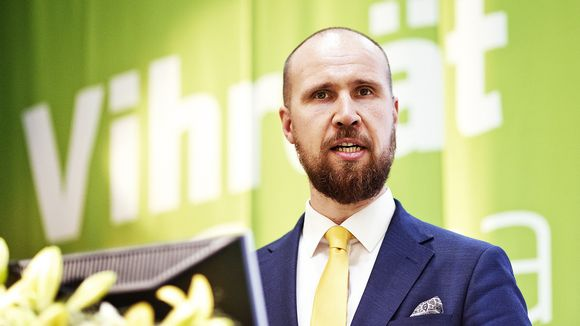 Tuore puheenjohtaja Touko Aalto pitää linjapuhetta vihreiden puoluekokouksessa.