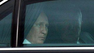 Presidentti Putin autossa.