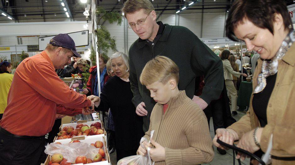 Pääministeri Matti Vanhanen vieraili perheineen ELMA messuilla.
