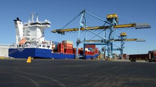 Rauman sataman uutta konttikenttää ja laituria