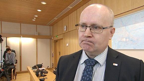 Työministeri Jari Lindström, Sin.