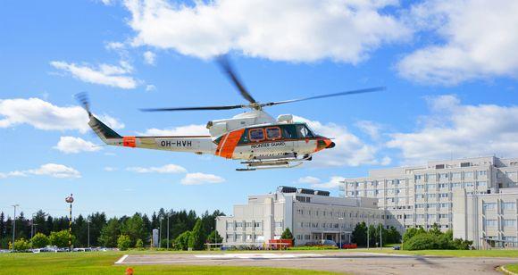 Rajavartioston helikopteri nousee LKS:n helikopterikentältä