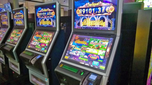 RAY:n peliautomaatin Alkemia-peli.