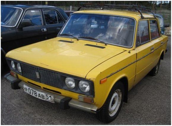 Raja-Joosepin itäautojen huutokauppa, keltainen Lada