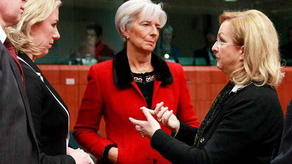 Valtiovarainministeri Jutta Urpilainen (vas.), IMF:n pääjohtaja Christine Lagarde ja Itävallan valtiovarainministeri Maria Fekter keskustelevat.