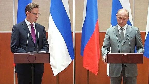 Suomen ja Venäjän pääministerit Jyrki Katainen ja Vladimir Putin lehdistötilaisuudessa.