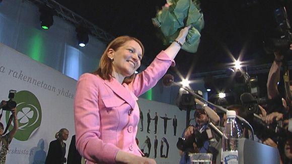 Mari Kiviniemi juhlii puheenjohtajavalintaansa