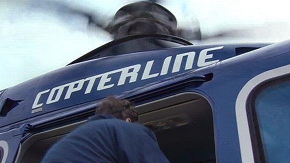 Mies astuu Copterlinen helikopteriin