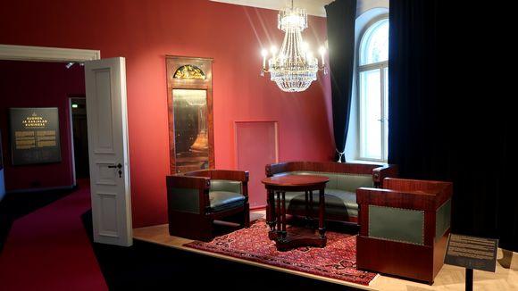 Suomen kuninkaalle aiottuja huonekaluja