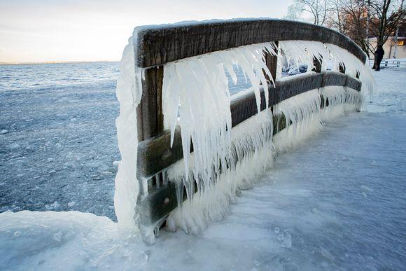 Jäätynyt kävelysilta