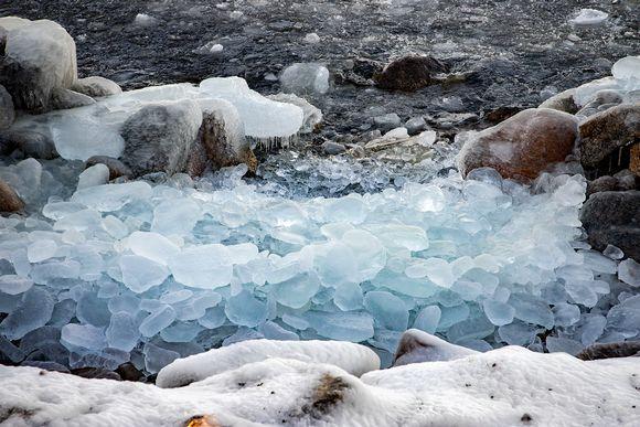Jäätä Näsijärven rannalla