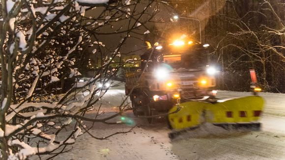 Aura-auto, lumisade, talvi, liikenne