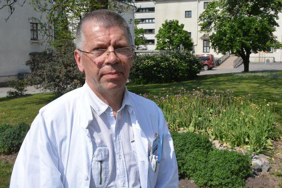 Professori ja ylilääkäri Jarmo Oksi