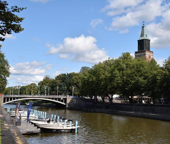 Turun Tuomiokirkko, Tuomiokirkkosilta, Aurajoki.