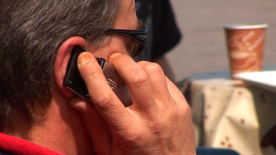 Study: Cellphone radiation affects the brain | Yle Uutiset