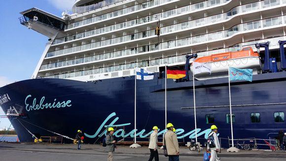 Uusi laiva valmiina Turun telakalla.