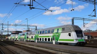 Juna odottaa lähtöä Turun rautatieasemalla