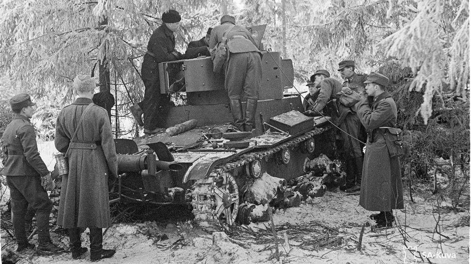 Tuhottu OT-130 -liekinheitinpanssarivaunu talvisodassa.