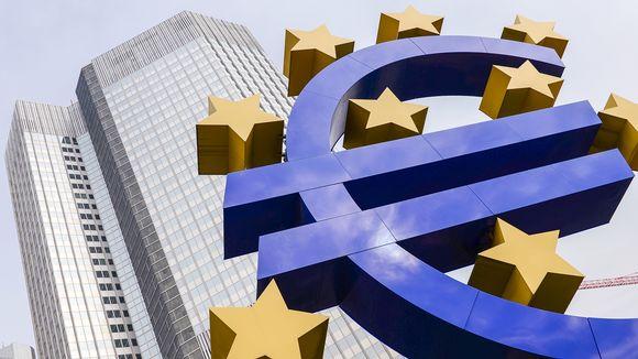 Euro-veistos keskuspankin edessä