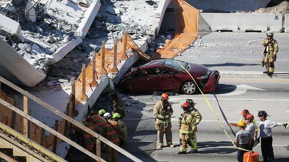 Floridan kansainvälisen yliopiston romahtaneeseen kävelysilta