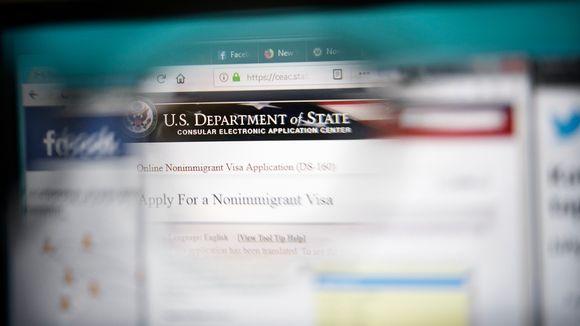 Yhdysvaltain Suomen suurlähetystön viisumiohjeistus tietokoneen näytöllä.