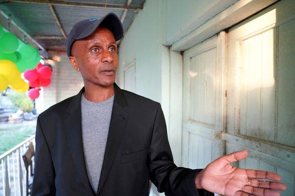 Eskinderin mielestä kehitysapu ja ulkomaiset sijoitukset pitäisi lopettaa, jotta maan yksinvaltainen johto taipuisi muutoksiin.