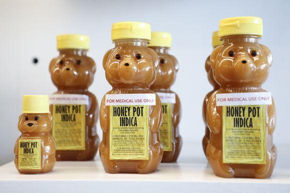 Ensimmäisessä laillisessa kannabis-tuotteiden myyntitilaisuudessa oli myynnissä kannabis-hunajaa.