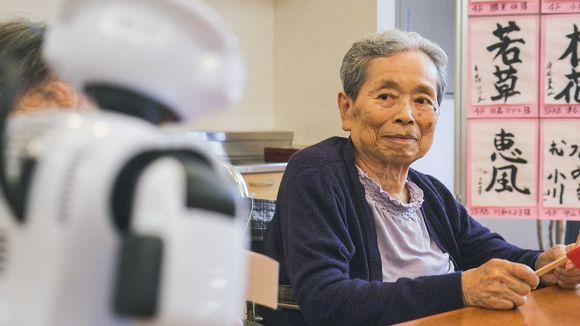 robotti ja vanhus