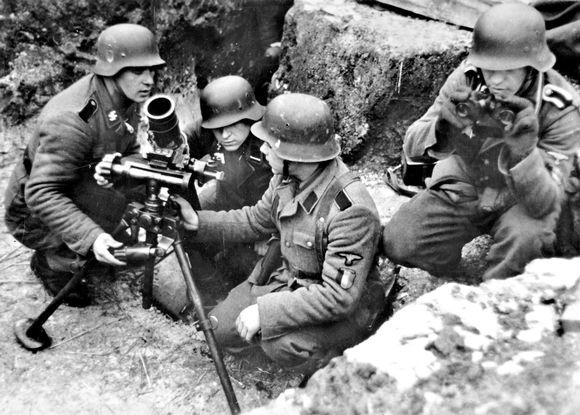 SS-joukkojen vapaaehtoisia taistelemassa itäisellä rintamalla.